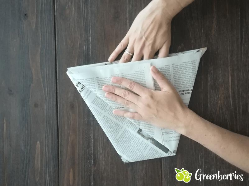 Muelltuete falten aus Zeitungspapier